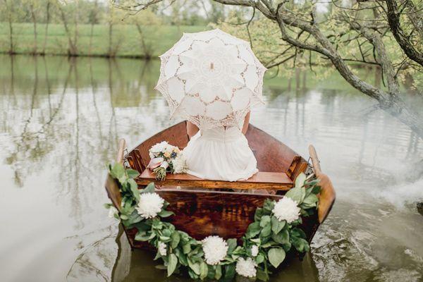 лодка на свадьбе