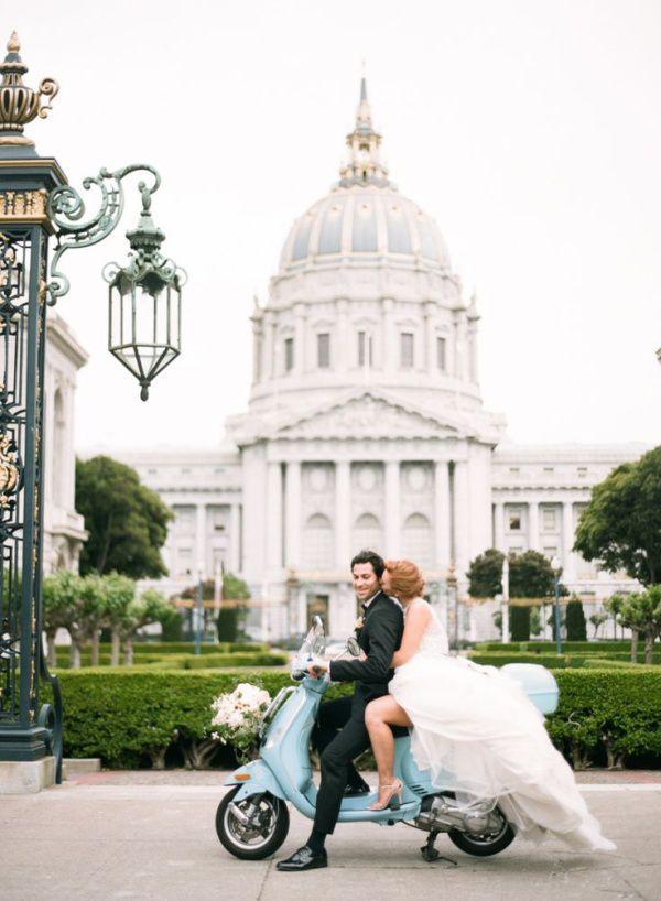 ретро скутер на свадьбе
