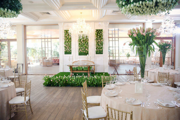 как оформить свадьбу тюльпанами