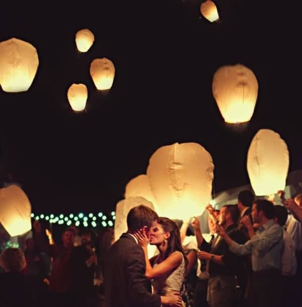 пускать бумажные фонарики на свадьбе