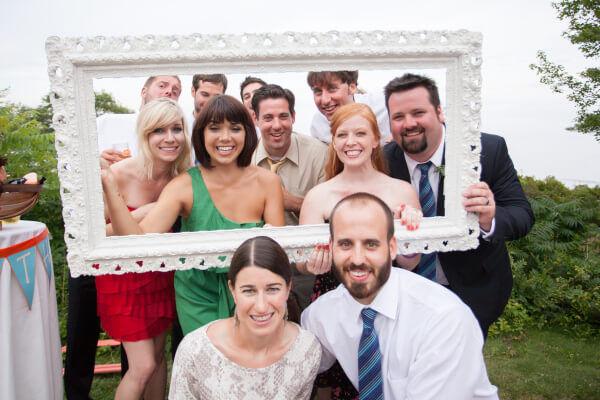 веселые гости на свадьбе