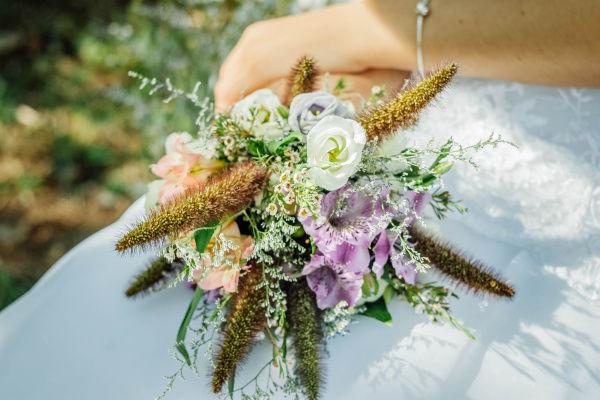 создавая естественный чистый образ невесты