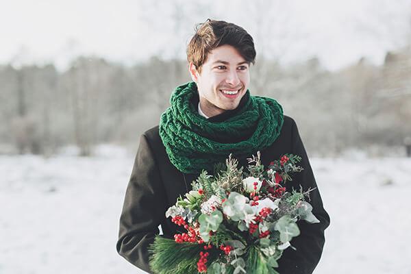 жених на зимней свадьбе