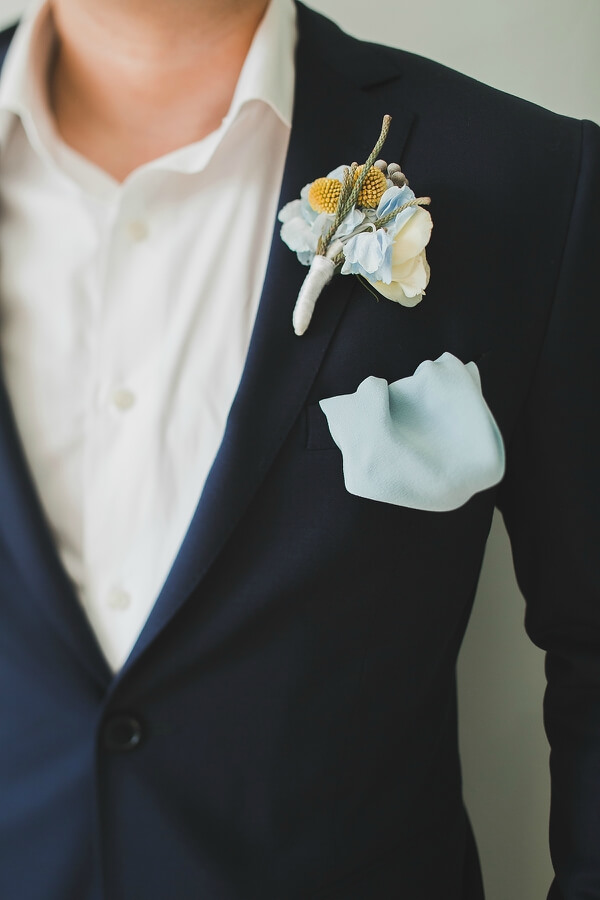 платок и бутоньерка у жениха