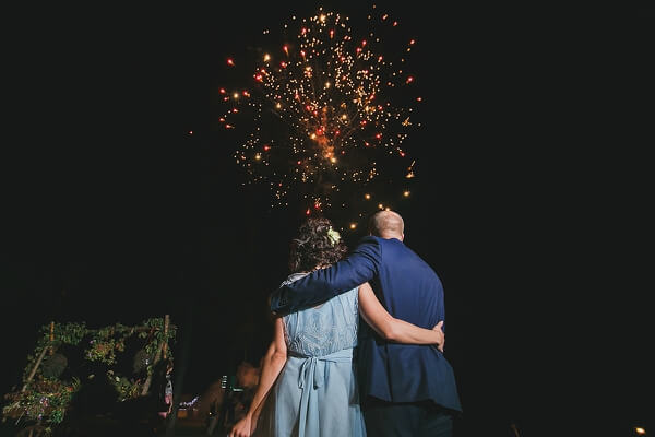 салют на свадьбе