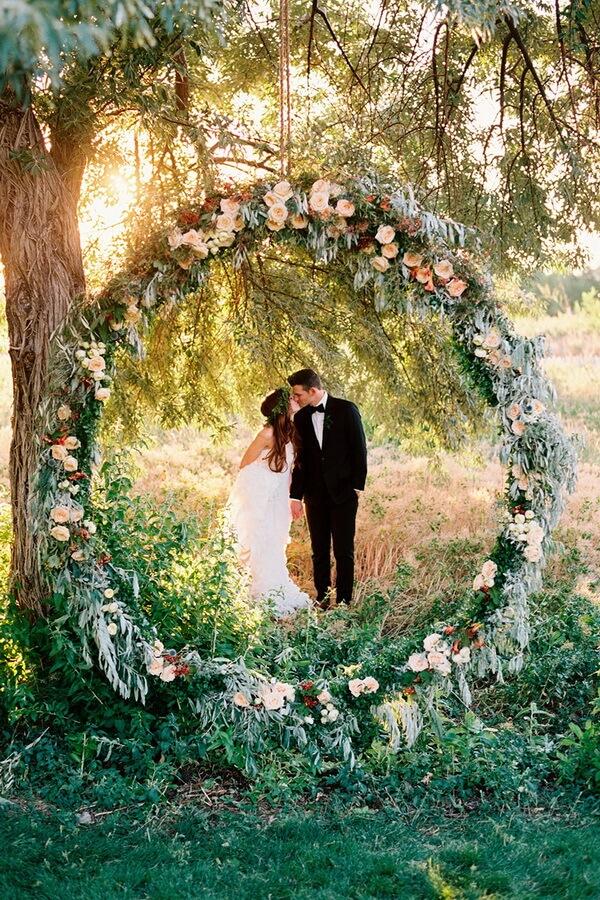 свадебная арка в форме венка