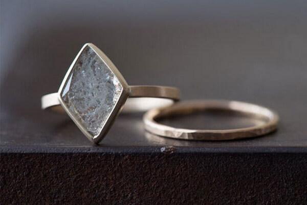 необычное кольцо помолвка