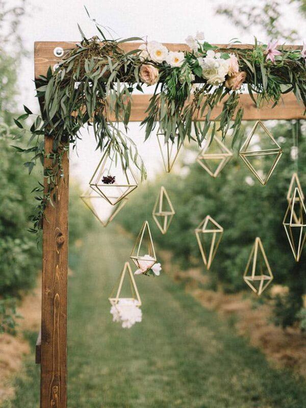 подвесной декор на свадьбе геометрия