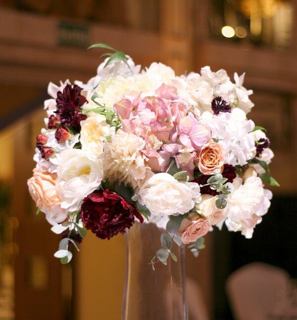 как использовать искусственные цветы на свадьбе