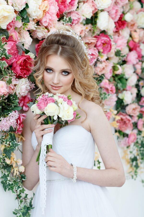 оформление свадьбы искусственными цветами