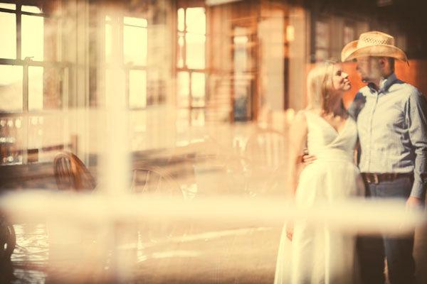 Фотографировали жениха и невесту и