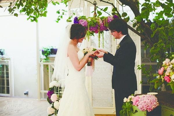 Свадьба в зале из дерева
