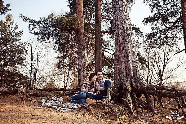 фотосессия в сосновом лесу